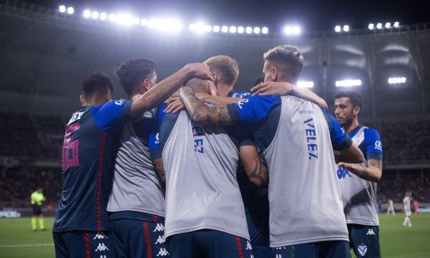 Vélez ganó de visitante y sueña en la Liga